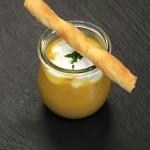Kürbis-Zitronengrassuppe mit Kokosschaum